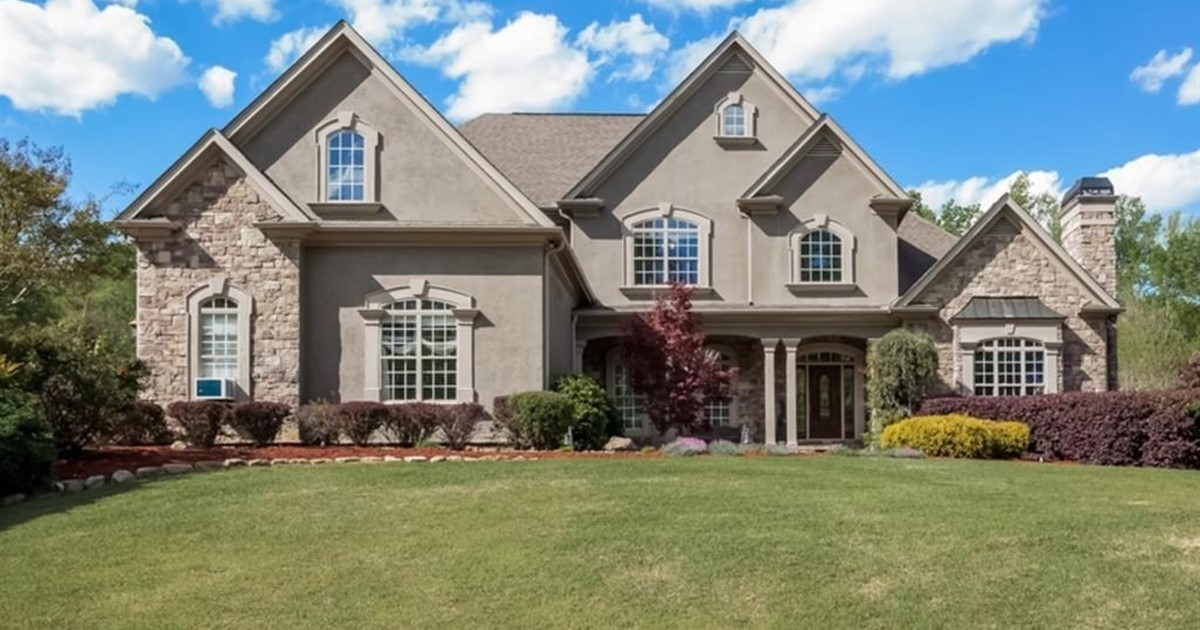 8000 sq ft custom built home for 8000 square foot building