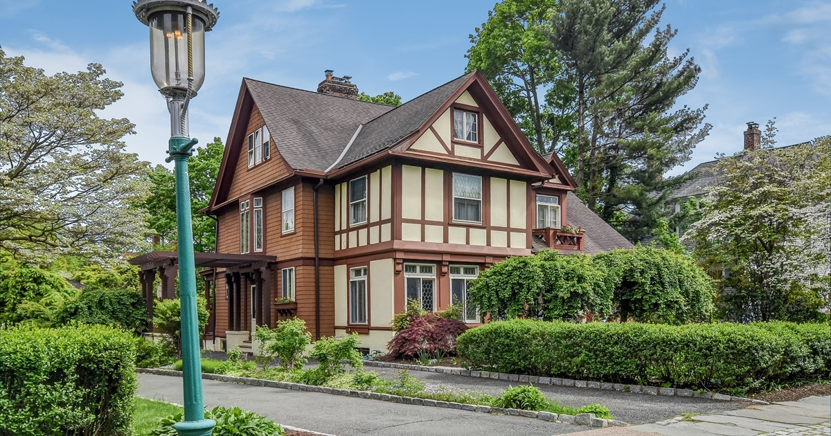 Colonial Charm In A Tudor Wrapping