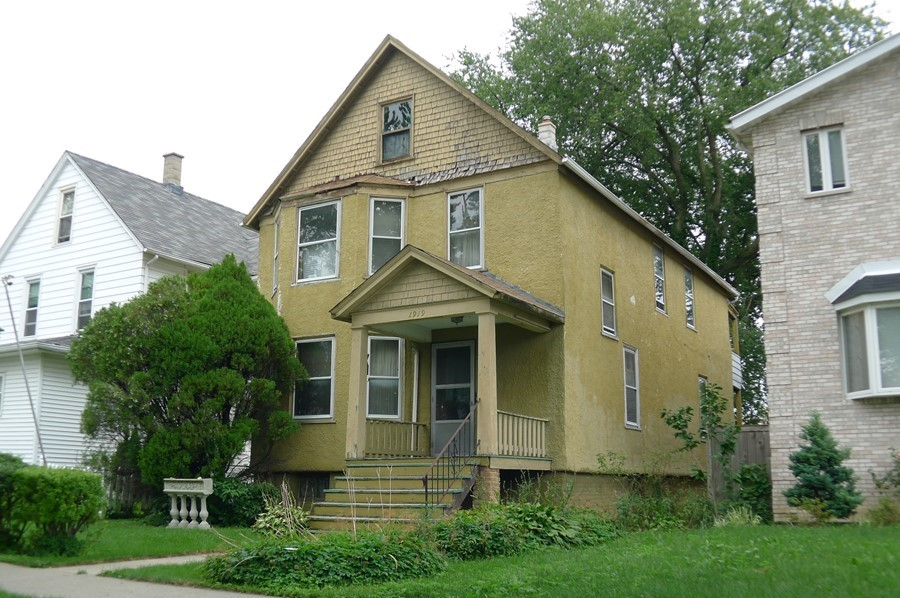 2-Flat at 1919 Dewey Ave, Evanston (Short Sale)