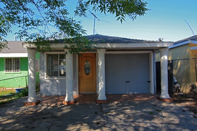Single Family Residence - Compton, CA