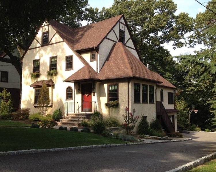 Renovated Tudor/Colonial In The Willard Neighborhood