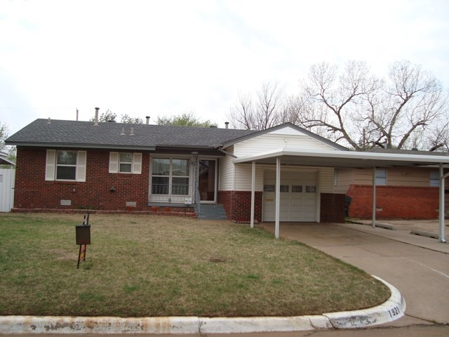 Charming, Well Kept Bungalow in Midwest City!