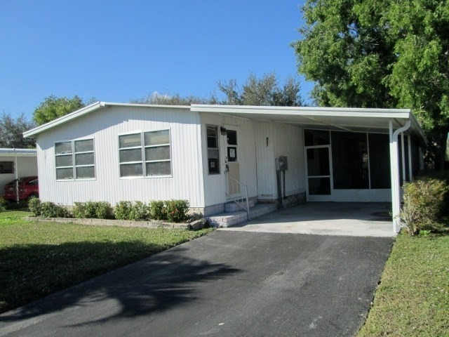 2 Bedroom 2 Bath Home in Naples