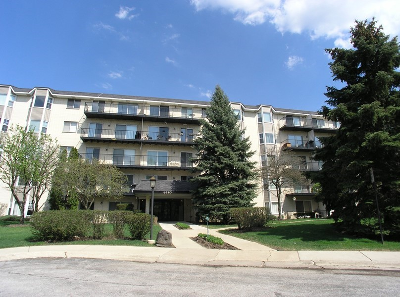 8620 Waukegan, #505, Morton Grove