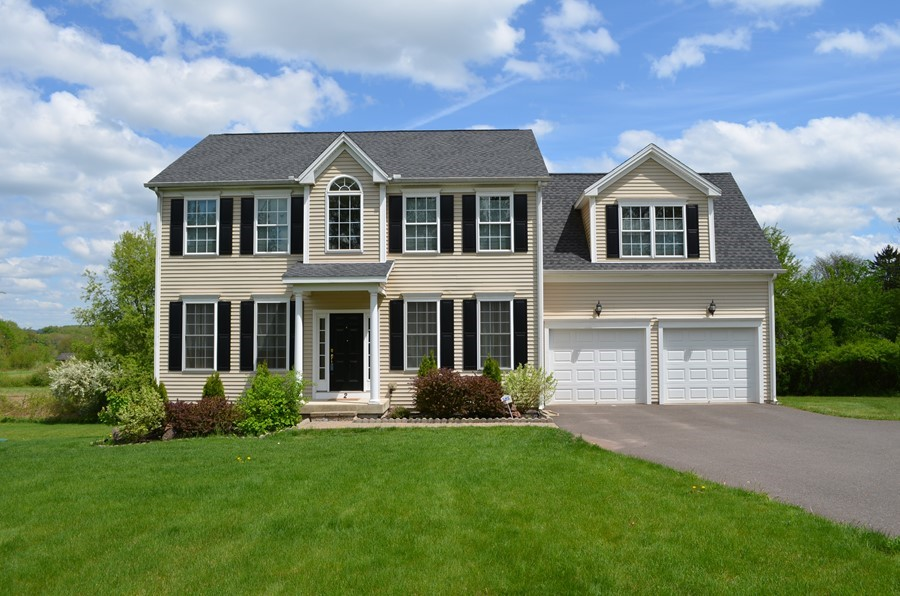 4 Br Colonial in East Windsor