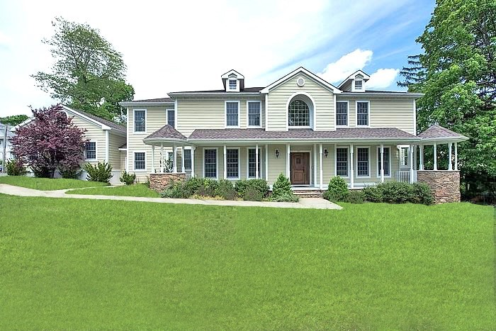 Spectacular Newer Colonial