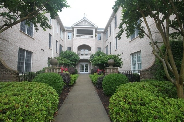 Luxury Meadowmont Condo With Main Level Location