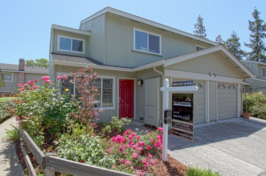 Stunning Totally Remodeled Large Townhome!
