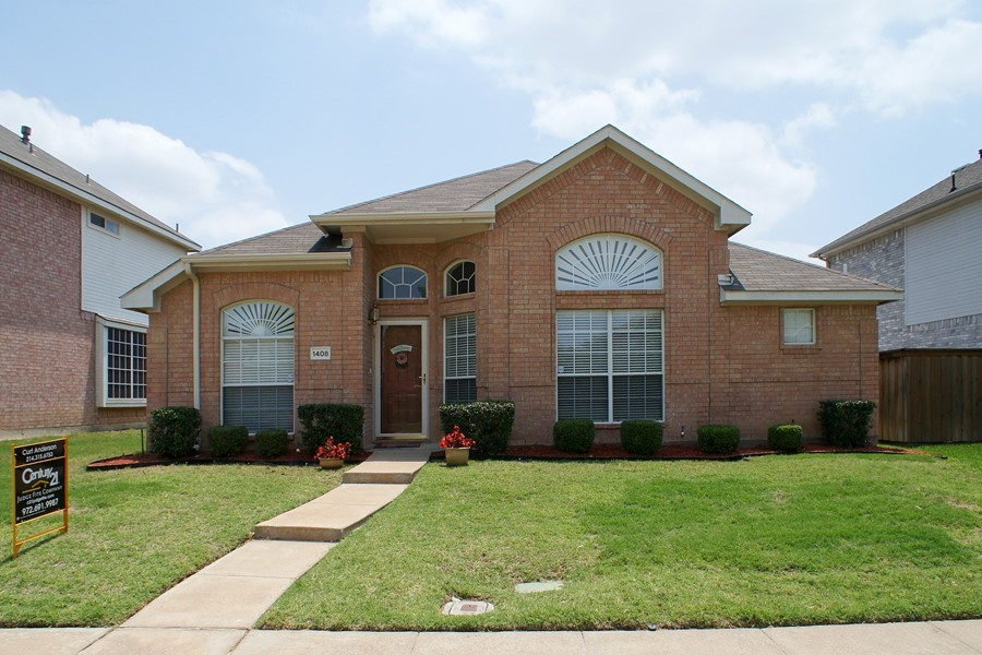 UPGRADED SINGLE STORY HOME IN LEWISVILLE