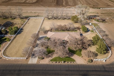 BEAUTIFUL HOME ON NEARLY 1.5 ACRE HORSE PROPERTY!